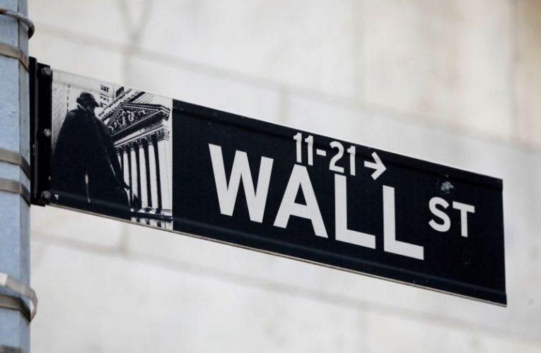 Futures dip on tech weakness, Treasury yields steady